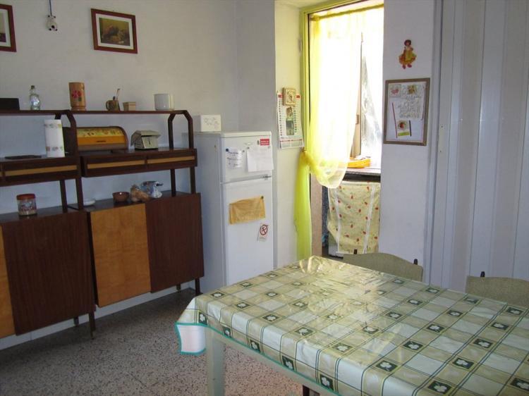 Affitto stanza singola a viterbo vt via dalmazia 22 euro for Costo per aggiungere garage e stanza bonus